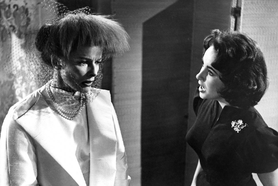 K. Hepburn a E. Taylor – obe slávne herečky podstúpili operáciu kĺbov (snímka z filmu Suddenly, Last Summer z 1959); zdroj obr.: themotionpictures.net