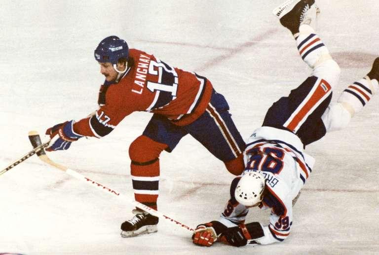 Hokej nie je prechádza ružovou záhradou, a už vôbec nie pre kĺby – svoje o tom vie aj Wayne Gretzky (zdroj obr.: nationalpost.com)